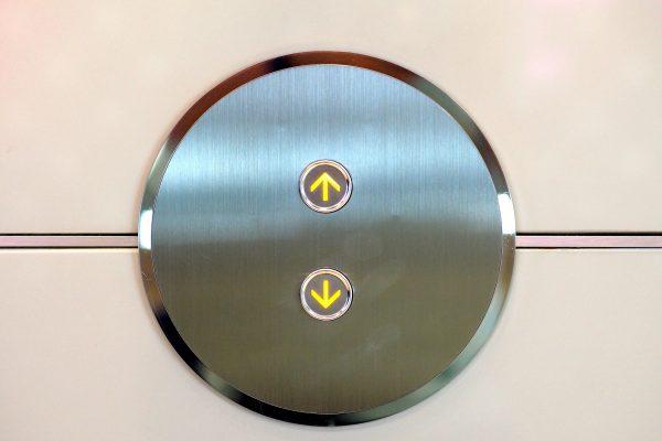 Kaltakquise-Elevator-Pitch München Verkauf Telefon Ulrike Knauer Neukundenakquisition Verkäufer Seminare Schulungen Elevator Pitch