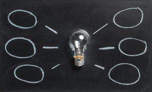 Das A und O beim Verkauf ist die ehrliche Kommunikation zwischen dem Verkäufer und dem Kunden. Nur wer überzeugt, wird erfolgreich verkaufen können und den Kunden zufrieden stimmen können. Also lohnt es sich vor allem im Bereich der Kommunikation an seinen Kompetenzen zu arbeiten und diese zu steigern. Spitzenverkäufer beherrschen diesen ehrlichen Austausch auf bewusster, als auch auf unbewusster Ebene perfekt.