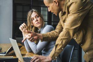Frauen in Gehaltsverhandlungen